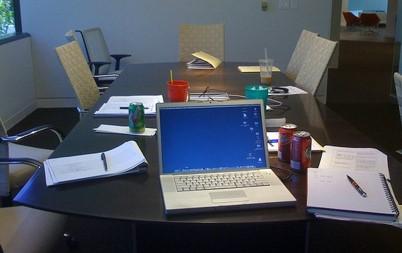 """¿Sufres de """"reunionitis crónica"""", reuniones interminables y mal planificadas? ¿O quizás quieres reuniones de alto rendimiento? Nosotros te ayudamos a que las reuniones sean situaciones donde se vaya con ideas… READ MORE"""